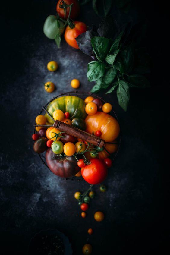 Sağlıklı ve fit bir vücuda sahip olmak için diyet mi yapıyorsunuz? Her şeyden uzak durmanıza gerek yok. Sizin için derlediğimiz bu besinlerle hem sağlıklı kalıp hem de istediğiniz vücuda sahip olacaksınız. İşte diyet yaparken kullanabileceğiniz kalorisi düşük besinler...  Kaynak Fotoğraflar: Pinterest