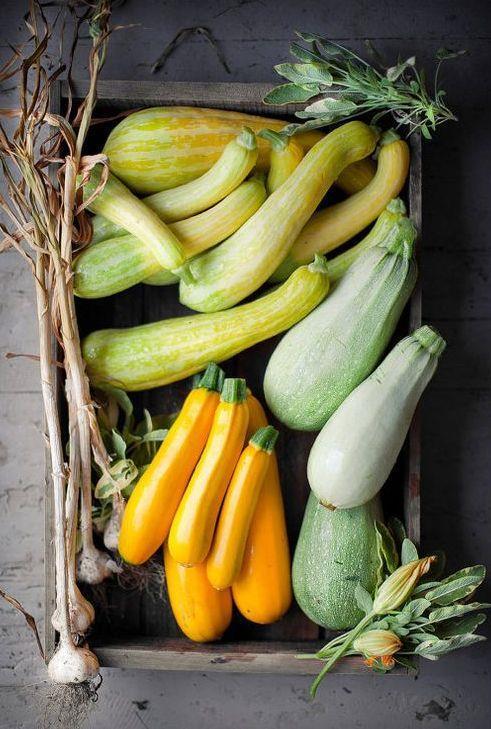 Kabak:  İçinde potasyum, fosfor, kalsiyum ve magnezyum da bulunduran bu yiyecek vücudu arındırmaya da yardımcı oluyor. Bağırsak sorunu yaşamanızı engelleyerek diyetinizi kolay atlatmanızı sağlayacak.