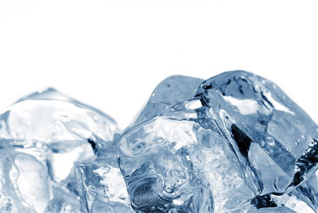 Kırışıklarınızı Buz Küpleriyle Önleyin  Mucizevi buz küpleri ile cildinizin kusursuz görünmesini ve çok güzel görünmesini sağlamak daha kolay.  Düzenli buz kompleksi cildinizi sıkılaştırarak yaşlanmanızı geciktirecektir!
