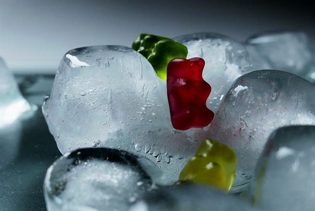 Güneş Yanmalarına Karşı Buz Küpleri  Sıcak yaz günlerinde meydana gelen güneş yanıklarının geçmesi için buz küpleri hem etkili hem de pratik bir çözüm olacak!