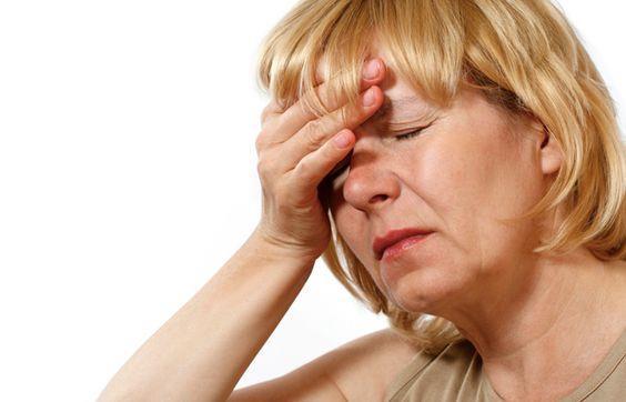 Menopoz:  Vücut yağ dağılımında cinsiyet hormonları da önemlidir. Kadınlarda menopozla birlikte östrojen azalır, bu durum vücuttaki yağın karın bölgesinde yerleşmesine neden olur.