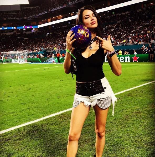 Adriana Lima:   Düzenli olarak boks yapan Adriana Lima, iki doğumdan sonra halen çok düzgün olan vücudunu boksa, yogaya ve sağlıklı beslenmeye bağlıyor. Lima, her gün düzenli olarak boks yapıyor ve ip atlıyor.