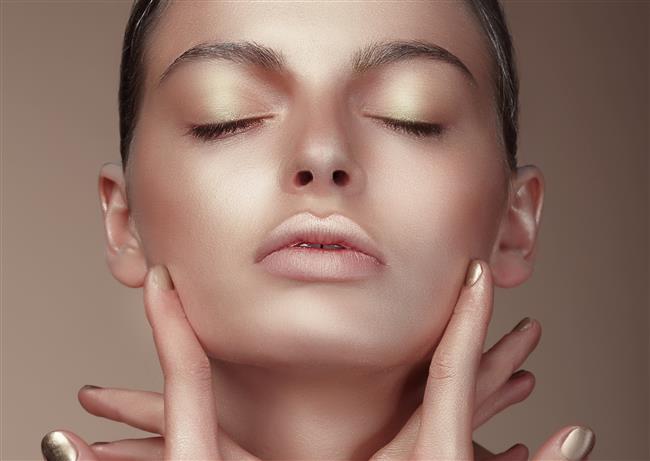 Bronz Ten Makyajında Püf Noktalar!  Bronzlaşmış bir ten yaz aylarının favorisi! Bronz teninize doğru makyajı uygulayın, bronzluğunuzu vurgulayın!  Kaynak Fotoğraflar: Ingimage, pinterest, pixabay
