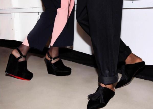 Markanın yaratıcısı Christian Louboutin'in ayakkabılara olan aşkı, gençlik yıllarında annesi ve üç kız kardeşiyle Paris'te gittiği bir müzede Asya ve Afrika el sanatıyla tasarlanmış yüksek topuklu kırmızı bir ayakkabı görmesiyle başlamış. O günden sonra da hep yüksek topuklu ayakkabılar çizmeye başlamış.