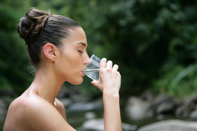 SU  Sperm sayı ve kalitesini olumlu etkilemenin en basit yolu yeterli su içmektir.
