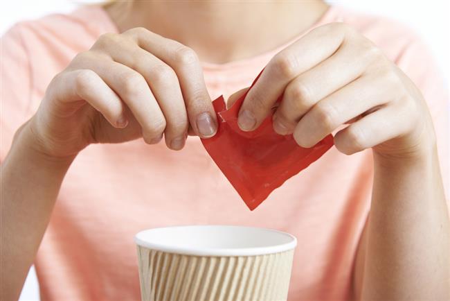 """DİYET İÇECEKLER  Yapay bir tatlandırıcı olan """"aspartam"""" sperm sayısını azaltır ve DNA hasarına yol açar. Bu nedenle yapay tatlandırıcılı içeceklerden de uzak durmak gerekir."""