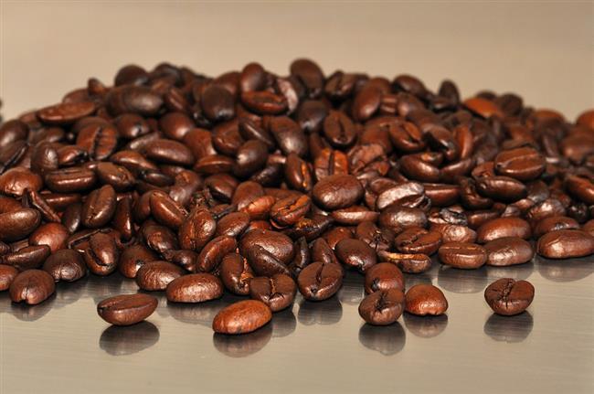 İŞTE VAZGEÇİLMESİ GEREKEN İKİ ŞEY  KAFEİN  Yapılan çalışmalarda kafeinin sperm sayısı üzerine olumsuz etkisi olmamakla beraber, şekil ve hareketini olumsuz etkilemektedir.