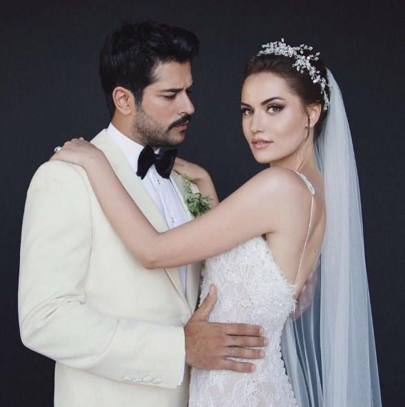 Fahriye Evcen - Burak Özçivit:   Onlar da dizi setinde tanışıp aşklarını evlilikle taçlandıran ünlülerden.