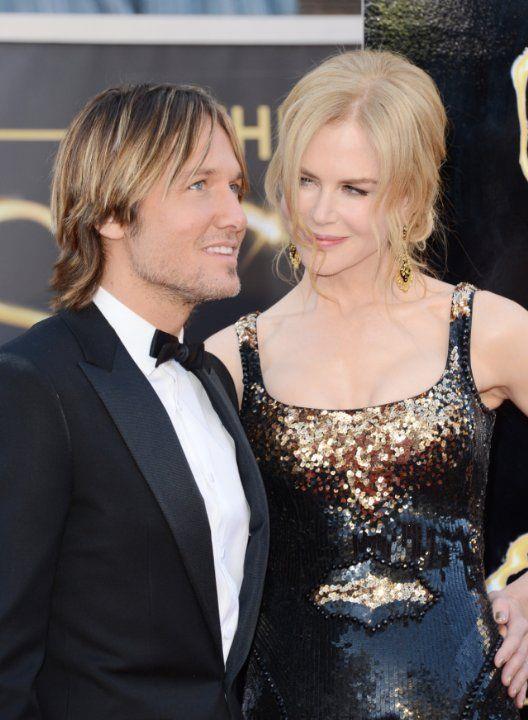 """Nicole Kidman - Keith Urban  """"Keith'le Los Angeles'da düzenlenen bir davette tanıştık. Sanırım kendimizi yeni insanlara açmak için hazır hissettiğimiz bir dönemdeydik birbirimizi bulduğumuzda. Doğru zaman, doğru yer dedikleri bu olsa gerek. Adeta mucizevi bir uyum yakaladık"""" diye anlatıyor Kidman."""
