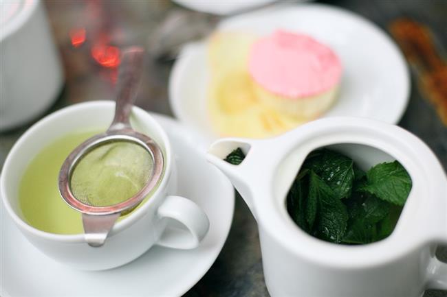 KİLO VERMENİZİ SAĞLAYACAK 5 BİTKİ ÇAYI TARİFİ  1-METABOLİZMANIZI HIZLANDIRAN ÇAY KARIŞIMI  Malzemeler:  1 tatlı kaşığı dağ kekiği  1 tatlı kaşığı biberiye   1 tatlı kaşığı yeşil çay   1 tatlı kaşığı mate çayı   1 tatlı kaşığı funda yaprağı  Yapılışı:  Yarım litre sıcak su içerisine tüm malzemeleri ekleyerek demliyoruz üzerine yarım litre kadar soğuk su ekleyip elma ve limon dilimleriyle ile karıştırıp içebilirsiniz.