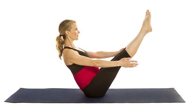 7.hareket olarak  ''Seated Legs up'';  Fotoğrafta  görüldüğü gibi yere oturulur, bacaklar düz bir şekilde tutulur, kaldırılır ve indirilirken yere koymadan tekrar kaldırılır. İlerleyen zamanlarda hareketi zorlaştırmak isteyenler elleri yerden başının arkasına koyabilirler ya da kollarını ileriye doğru uzatabilir.