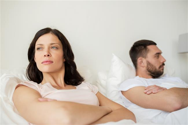 5-Aman makyajımı bozma!  Her erkek bakımlı ve makyajlı kadın sever. Fakat yatakta makyajlı olmak ve bunun için erkeğe uyarıda bulunmak bir erkeğin hoşuna gitmez.