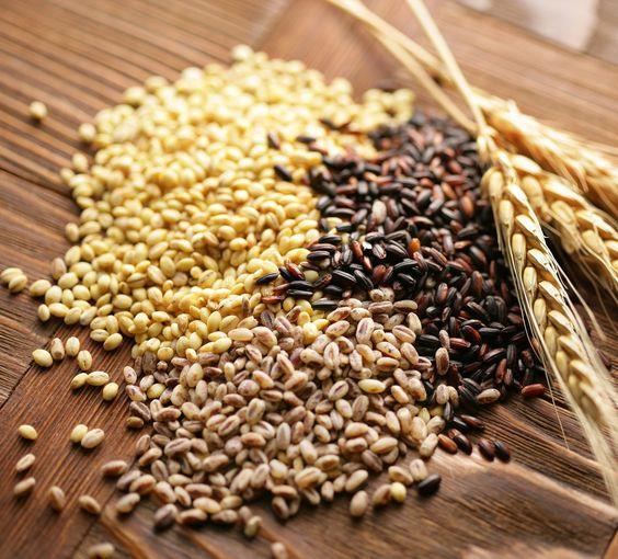 Tam tahılları tercih edin:   Bu şekilde hem daha az besin tüketimi yapmış hem de daha uzun süre tokluk hissini hissedebileceksiniz. Ayrıca bu alternatifleri tercih eden kolesterolü yüksek bireylerin kolesterol seviyelerinde zaman içerisinde düşmeler olduğu yapılan araştırmalar ile gösterilmiştir.