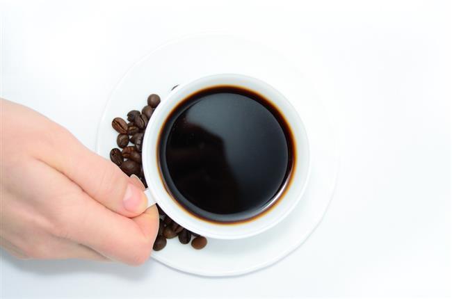 Kafeini abartmayın…   Kafein belli bir dozda alındığında kişinin enerjik ve zinde hissetmesine yardımcı olurken, çok aşırı dozlarının depresyonu tetiklediği biliniyor. Bu nedenle siz siz olun, baharı güzel karşılamak adına günde 2-3 kupadan fazla kahve tüketmeyin.