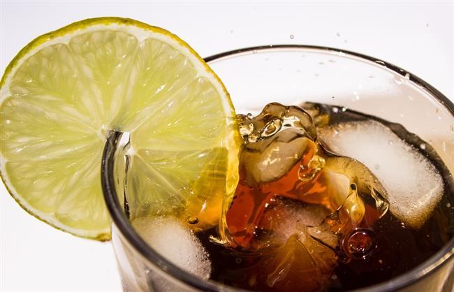 5-MEŞRUBATLARI HAYATINIZDAN ÇIKARIN  Kolalı/gazlı içecekler, enerji içecekleri, şekerli ve tatlandırıcılı içecekler hem fazla kalori almamıza neden olurlar hem de stresi artırırlar. Bunlar yerine ayran, doğal maden suyu ve su tercih edilmelidir.
