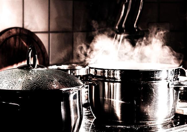 Uzun Süre Pişirmek  Yemeklerinizi çok uzun süre pişirmeyin. Uzun süre haşlanan sebzeler bir süre sonra içerisindeki yararlı maddeleri yitirebilmektedir. Bu sebepten ötürü çok uzun süreli pişirmelerden kaçının.