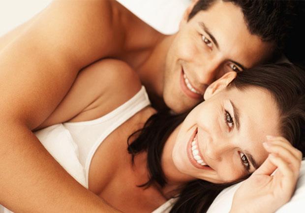 Cinsel uyumsuzluk ya da ten uyuşmazlığı çiftlerin birbirlerinden uzaklaşmasına, aldatmaya hatta ayrılık ve boşanmalara neden olan en yaygın sebeplerden biri. Partnerinizle birbirinize deli gibi aşık olabilirsiniz ama ne var ki yatak odasında istekli ve uyumlu değilseniz, o zaman ilişkiniz tehlikede demektir.  Peki partnerinizle uyumlu olup olmadığınızı nasıl anlayacaksınız? Uzman Klinik Psikolog ve Hipnoz Uzmanı Mehmet Başkak'a kulak verelim:  Kaynak Fotoğraflar: Pinterest, Ingimage, Alamy, Pixabay