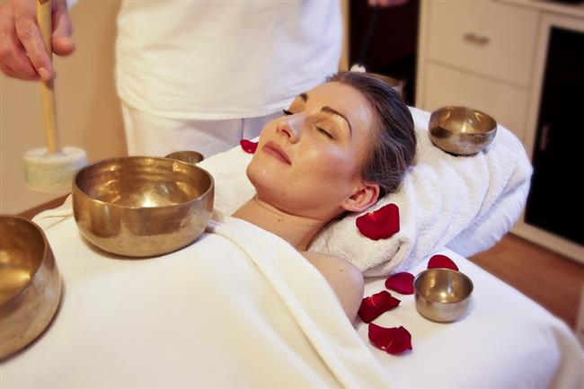 Aromaterapi masajı  Her seansında kendinizi daha huzurlu, rahatlamış ve güzel hissedeceğiniz masajlar yalnızca bugün mü kullanılıyor? Hayır binlerce yıldır kadınların güzellik tüyoları arasında.