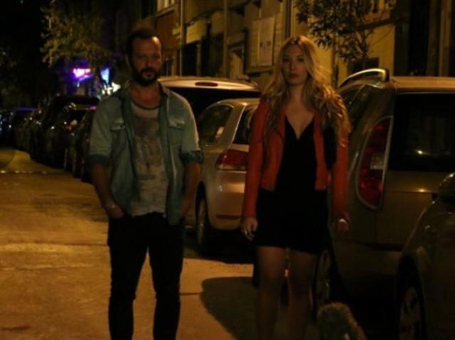 Filmde Rıza Kocaoğlu ile kamera karşısına geçen Yasmin Erbil, Bade rolüne hayat verdi ve küçük bir rolle filme renk kattı.