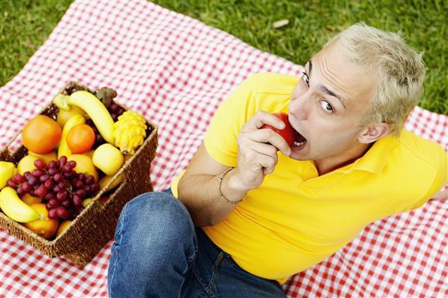"""Genel diyet kalıplarına bakıldığında bitki temelli bir diyet, daha az hastalık riski taşır ve bireyi daha sağlıklı tutar"""" diyerek, sebze ve meyvelerin genel yararlarını da hatırlatıyor ve ekliyor: """"Sonuç olarak sağlıklı bir diyet, sağlıklı bir yaşam için esas. Ancak kadınların seçimi konusunda da bir o kadar etkili!"""""""