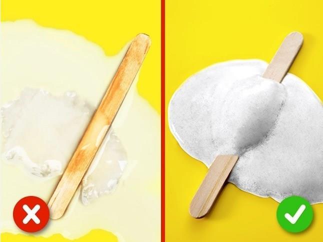 DONDURMA  Dondurmayı oda sıcaklığında bırakın.Bitkisel yağ içeriyorsa, daha uzun süre donmuş kalır ve sonunda sıvıya eritir.  Kaliteli malzemelerle yapılmış dondurma, kalın, beyaz kremsi bir madde haline dönüşür.  Kaynak:Brightside
