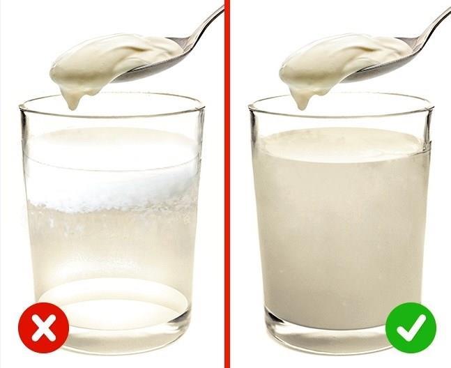 KREMA  Kremanın bitkisel yağ içerdiğini kontrol etmek için bir kaşık kremayı bir bardak sıcak suya karıştırın.Kalitesiz bir ürün beyaz pullar üretecektir.Gerçek krema homojen kalın bir sıvı haline gelecektir.