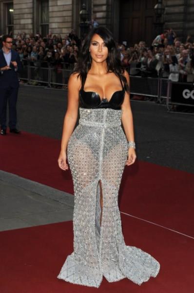 Kim Kardashian'dan Cüretkar Poz - 24