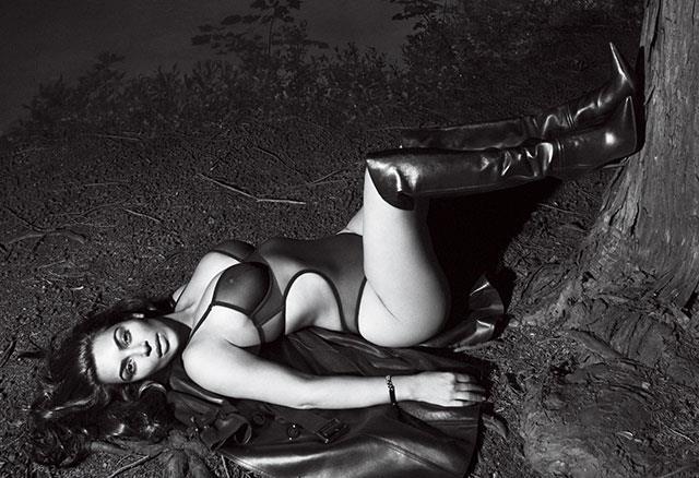 Kim Kardashian'dan Cüretkar Poz - 4