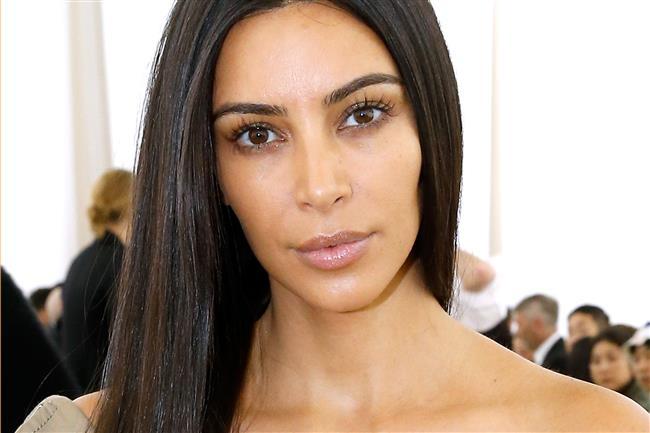Kim Kardashian'dan Cüretkar Poz - 12