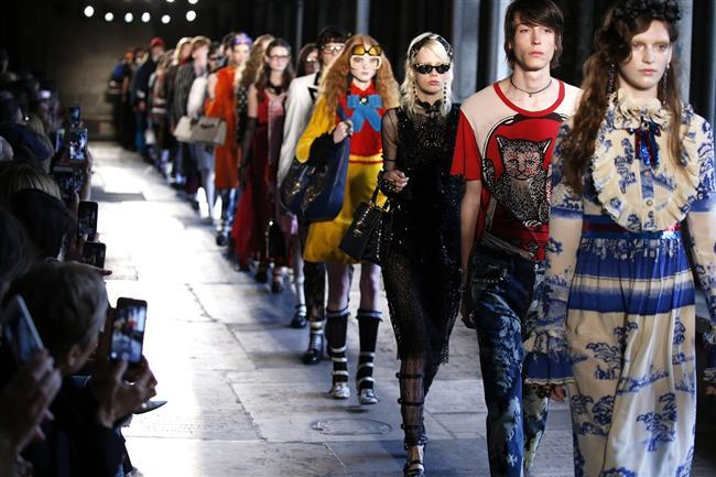 """Dev Fransız şirketi Louis Vuitton Moët Hennessy (LVMH) ile Gucci, Yves Saint Laurent, Puma gibi pek çok markayı bünyesinde barındıran Kering şirketi, 16 yaşından küçük modellere """"yetişkin çekimleri ya da etkinliklerinde yer vermeyeceğini ve sağlıklı görünen modellerle çalışacağını"""" duyurdu."""