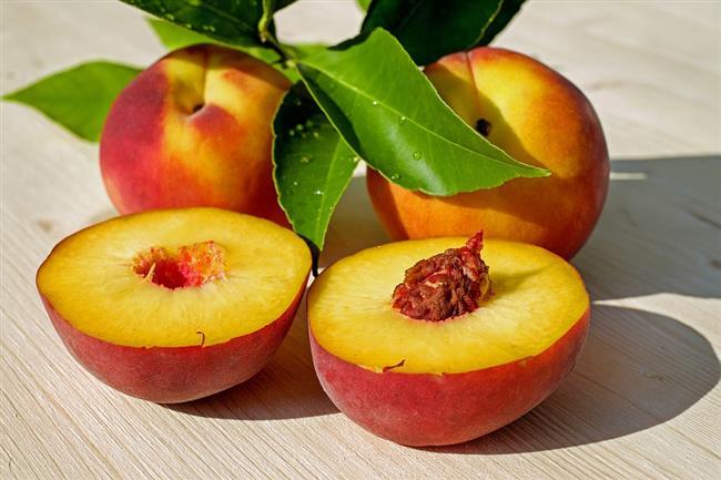 Şeftali:   İyi bir antioksidan olmakla birlikte kanser hastalığı engelleyen,  dokuları koruyan bir meyve. Ayrıca kan basıncı dengeleme özelliği lan şeftali hepimize iyi gelecek.