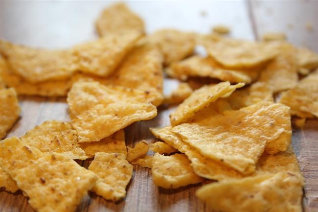 Laktoz içeren gıdalardan kaçınmalısınız. Bunlar; ekmek, cips, hazır çorba, hazır kahvedir.   Kaynak: brightside.me