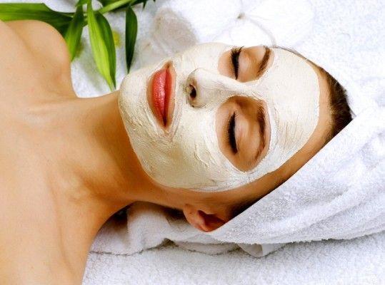 Cildine değer vermeyen, cildini korumayan kadın yoktur. Bu uğurda maske, krem hatta birçok ürün kullanıyoruz fakat unutuyoruz ki bunlar tek başına cildimizi güzelleştirmeye yetmiyor. Yapılan araştırmalar cilt sağlığının tüketilen besinlerle ilgisi olduğunu gösteriyor. Peki cilt sağlığı için nasıl beslenmeliyiz?  İşte her cilt sorunu için doğru beslenme önerileri...  Kaynak Fotoğraflar: Pinterest, Pixabay
