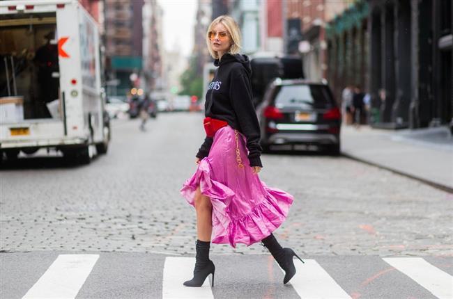 2017 New York Moda Haftasına  Damga Vuran Sokak Stilleri  Stilleri ile New York sokaklarında adeta moda rüzgarı estirdiler!  Kaynak Fotoğraflar: Pinterest, Instagram