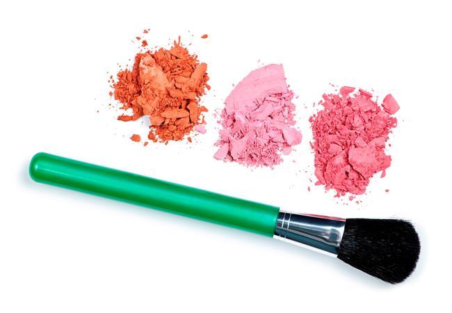Ten ve saç renginize uyumlu olacak şekilde seçiminizi doğru allıktan yana kullanmanız hem cildinizin daha canlı görünmesini hem de makyajınızın doğru şekilde tamamlanmasını sağlar.