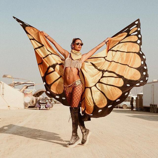 Her yıl Nevada Black Rock City'de gerçekleşen, dünyanın en büyük festivallerinden biri olan Burning Man Festivali 31. kez gerçekleşti. Festival katılımcıları gösterişli makyajları, kıyafetleri ve farklı aksesuarlarıyla sınırsız eğlencenin tadını çıkardılar.  Festivalden renkli görüntüleri sizin için derledik.  Kaynak Fotoğraflar: Instagram