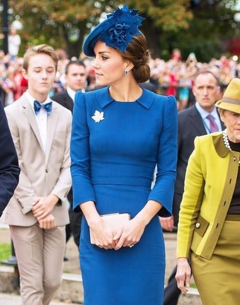 Bir kraliyet ailesine asla ve asla dokunamazsınız. Ama LeBron James bunu bilmediği için Kate Middleton'ın omuzuna böyle elini atmıştı