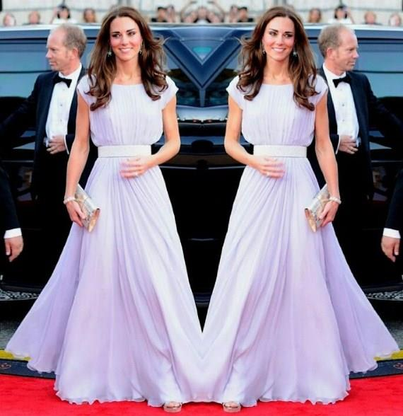 Kraliyet ailesi üyelerinin özellikle de resmi gezilerde muhafazakar kıyafetler giymesi gerekiyor. Her ne kadar aile üyelerinin günlük kıyafetler giymesi pek hoş karşılanmasa da genç kuşak üyeler bu kuralı zaman zaman deliyor.