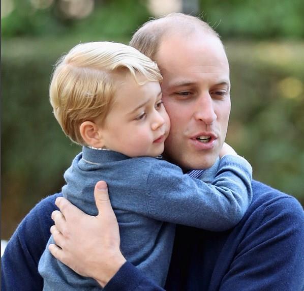 Kraliyet ailesi üyelerinin birkaç yabancı dili iyi şekilde konuşması gerekiyor. Örneğin Prens George daha bu yaşında İspanyolca öğrenmeye başladı bile. Bilindiği gibi Prens'in dadısı da bir İspanyol.