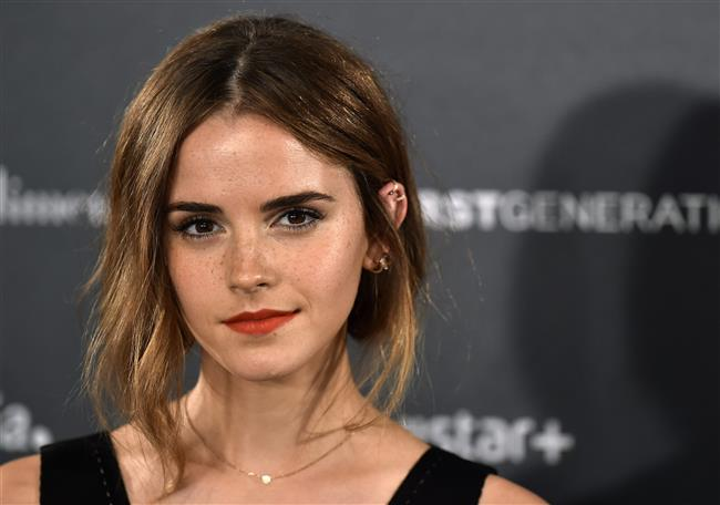 Emma Watson  Harry Potter serisinin Hermione Granger'ına bugüne kadar 20'den fazla hayranı tarafından İncil yollanmış. Bir röportajda bunu açıklayan genç yıldız, hoş bir jest olarak kabul ettiğini belirtiyor.