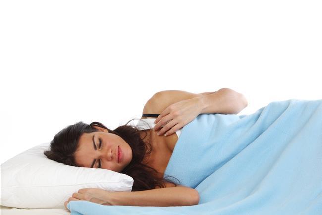 Anemi  Vücudunuz yeterince sağlıklı kırmızı kan hücresi üretmediğinde ortaya çıkan sağlık problemidir. Yorgunluk, zayıf hissetme ve iştah kaybıyla kendini gösterir. Göğüs ağrısı ve baş ağrısı gibi belirtilere sahipseniz, doktorunuz anemi olup olmadığınızı öğrenmek için kan testi isteyebilir. Varsa, demir veya B12 vitamini takviyeleri önerebilir.