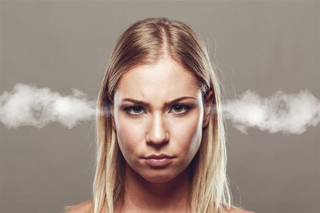 Stres  Stres yaşadığınızda vücudunuz sanki tehlikede gibi tepki verir.Beyniniz, adrenalin de dahil olmak üzere, kalp atışlarınızı hızlandıran ve sindiriminizi yavaşlatan kimyasal maddeleri bastırır.Bu da iştahınızı azaltabilir.Buna, savaş yanıtı da denir ve yalnızca kısa bir süre görülür.  Uzun bir süre boyunca stres altındaysanız, vücudunuz kortizol denilen hormonu serbest bırakır ve özellikle yüksek kalorili gıdaları tüketmekten kaçınarak aç kalırsınız.