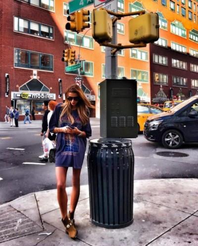 Özge Ulusoy  Bir diğer güzel isim ise Özge Ulusoy! Ulusoy New York sokaklarında tercih ettiği sokak stili ile..