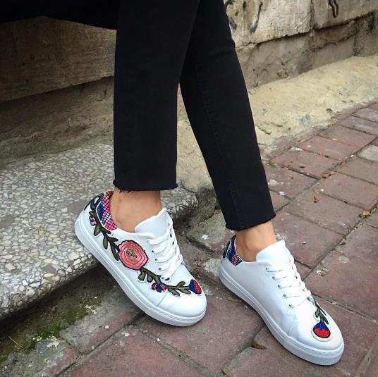 Trend Alarmı: İşlemeli Çanta ve Ayakkabılar - 44