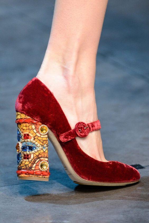 Trend Alarmı: İşlemeli Çanta ve Ayakkabılar - 42