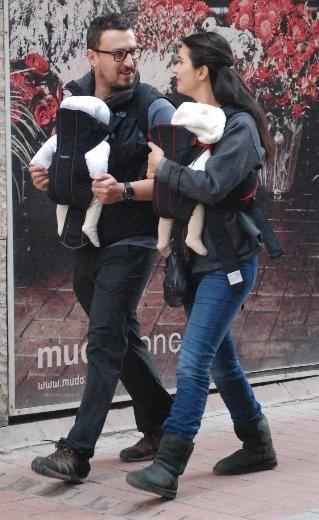 """""""Gönülçen"""" dizisinde yakınlaşan Onur Saylak ve Tuba Büyüküstün uzun süre aşklarını inkâr etti. Ancak Büyüküstün bu beraberlikten hamile kalınca ikili 2011'in temmuz ayında evlendi fakat çiftin evliliği sonlandı."""