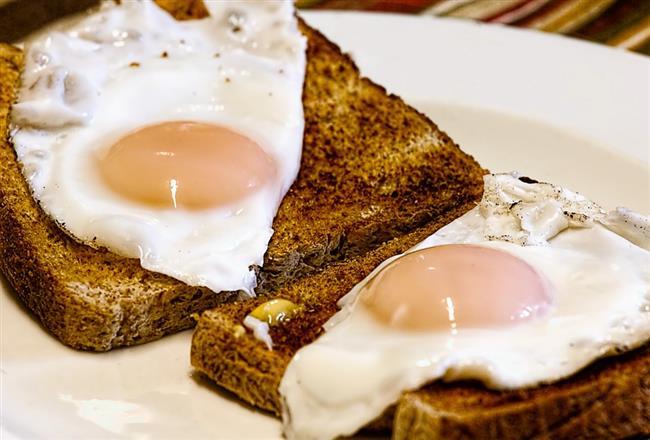 Her Sabah Yumurta Yiyin:  Tok tutma özelliği olan yumurta, kalori ihtiyacınızı karşılayacak ve gün boyu daha az yemenizi sağlayacak. Ayrıca vücuttaki yağ oranınızı düşürecek.