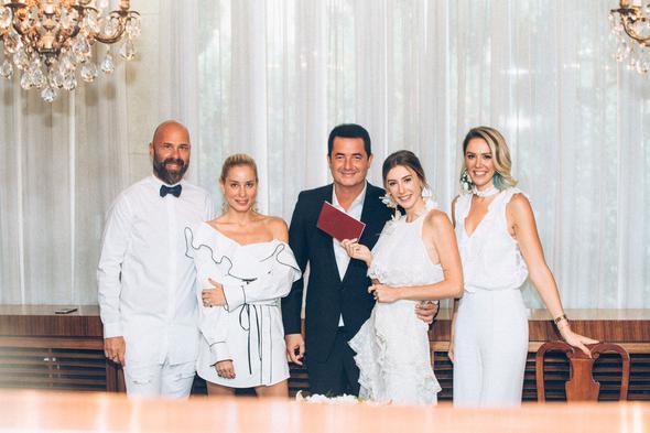 Acun Ilıcalı ve Şeyma Subaşı Marsilya'daki Türk Konsolosluğu'nda kıyılan nikahla evlendi. İşte yılın düğünü hakkında tüm detaylar..  Kaynak fotoğraflar: Instagram