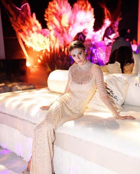 Çift törenin ardından dünyaca ünlü DJ Solomun eşliğinde after parti verdi. 27 yaşındaki Subaşı, partide yine Naeem Khan imzalı farklı bir kıyafetle davetlilerin karşısına çıktı.