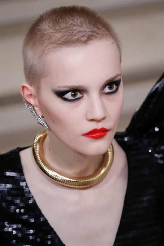 Alternatif takı severler için punk, rock etkili ve gotik görünüme sahip, piercingler de bu sezon moda...